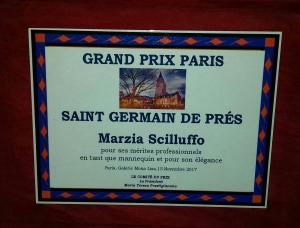 La modella  MARZIA SCILLUFFO messinese Premiata a Parigi nel quartiere latino