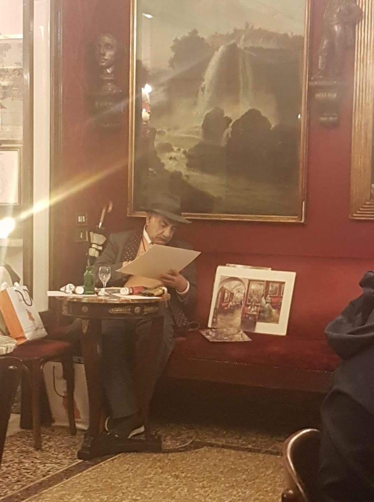 Come negli anni '60 l'artista Baccellieri dipinge al Caffe' Greco a Roma