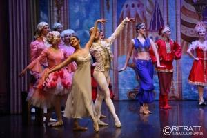 """Barcellona Pozzo di Gotto: al Teatro Mandanici è andato in scena """"Lo Schiaccianoci"""", con il corpo di ballo di San Pietroburgo"""