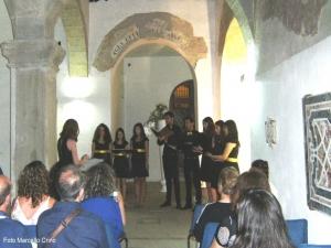 Barcellona Pozzo di Gotto: l'Ensemble Vocale Sirókos canta nel chiostro di S. Antonino