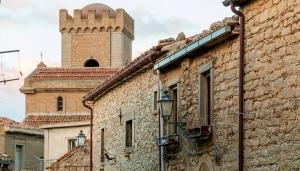 Breve storia del borgo di Montalbano Elicona dalle origini ai tempi moderni-con particolare rilevo al federiciano  di Giovanni Albano.