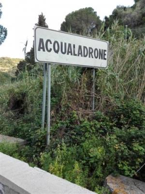 Riceviamo dal Rag. Mario Biancuzzo Consigliere VI Municipalità Comune. I cittadini di Acqualadrone aspettano interventi