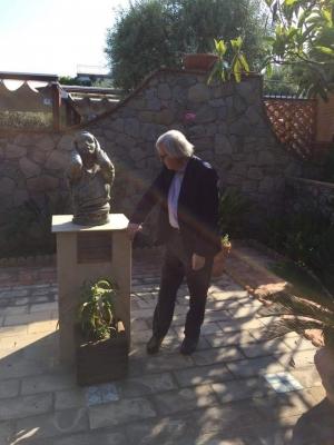 Vittorio Sgarbi a Villa Garbo Hauser oggi.