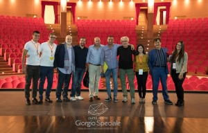 Barcellona Pozzo di Gotto: la soddisfazione dei cinque assistenti alla regia di Sergio Maifredi. Saranno premiati al Mandanici da Tullio Solenghi.