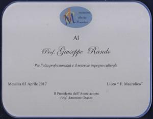 """Nell'ambito del programma della """"Associazione Culturale Maurolico"""", Il professore Giuseppe Rando ha tenuto ieri la sua attesa conferenza letteraria nell'Aula Magna dello storico Liceo messinese"""