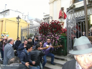 La doppia processione del Venerdì Santo a Barcellona Pozzo di Gotto.