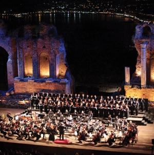 Da non perdere Gerard Depardieu, Renato Zero con Enrico Castiglione direttore artistico del Festival Belliniano a Taormina  la grande danza ed il Gala  del bel canto