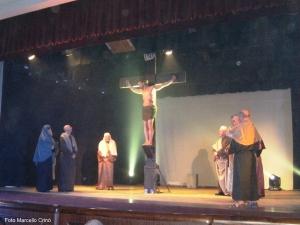 Barcellona Pozzo di Gotto: suggestiva ed emozionante la Via Crucis drammatica realizzata dalla parrocchia di Calderà