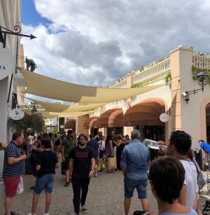PREFERISCONO LO SHOPPING Migliaia di visitatori al Sicilia Outlet Village per l'ultima coda di saldi estivi