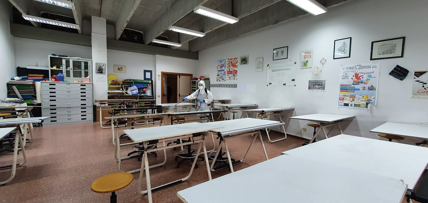 8. Sanificazione liceo scientifico e linguistico M. Amari di Linguaglossa 1
