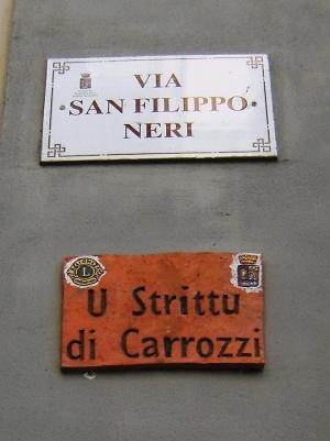 """Barcellona Pozzo di Gotto: altre targhe toponomastiche con i nomi popolari di due strade cittadine, """"A strata da funtanedda"""" e """"U strittu di carrozzi"""""""