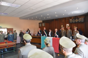 """Cittadinanza onoraria alla Brigata """"Aosta"""" L'Esercito riceve benemerenza per l'impegno dei suoi militari in Sicilia"""