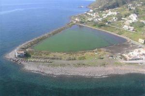 Erosione costiera: Santa Marina Salina, in arrivo i frangiflutti a difesa del laghetto di Punta Lingua