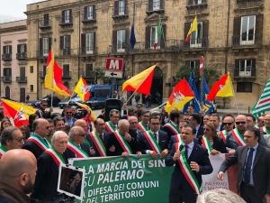 """RPT CON FOTOGRAFIA: Ex Province. 150 amministratori in piazza alla """"Marcia su Palermo"""""""