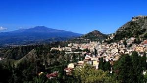 Taormina attenta alla difesa dell' ambiente ed al silenzio del luogo  mezzi elettrici grazie ad Asm