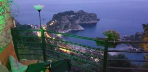 L'oblò:nasce a Taormina un balcone sull' isola Bella