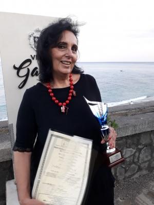 Anna Napoli vincitrice del secondo premio Pace e Spiritualità dell'Accademia Euromediterranea delle Arti  a Villa Garbo.