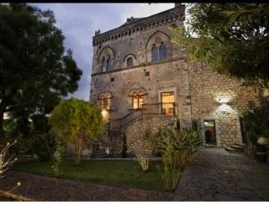 Immobile, Sofia. Romanzo di Nino Micalizio sarà  Presentato a Taormina il 14 luglio. Letture del noto attore Massimo Maugeri. Presente l'assessore Francesca Gullotta