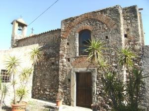 Barcellona Pozzo di Gotto: la piccola chiesa di sant'Andrea, in origine della famiglia De Gregorio, collegata idealmente con Messina