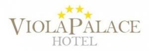 Villafranca Tirrena (Me). Il Viola Palace Hotel,  ha inteso sviluppare una sinergia con Gianni detto Totò, titolare del marchio Totò in Sicilia, la ristorazione campana nell'ambito pizzeria.