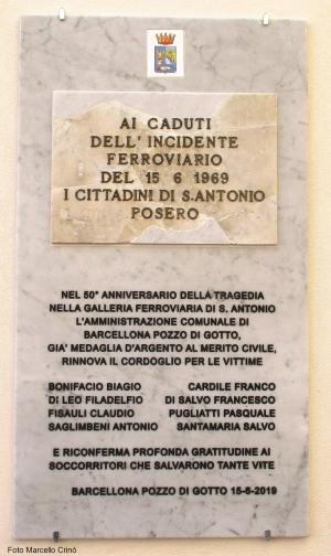 Barcellona Pozzo di Gotto: collocata la lapide commemorativa del cinquantesimo anniversario dell'incidente ferroviario di Sant'Antonio