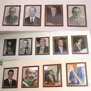 Barcellona Pozzo di Gotto: nel Palazzo Comunale i ritratti fotografici dei sindaci dal 1946 ad oggi